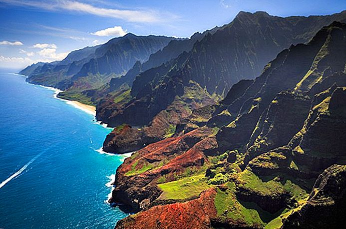 thumbnail_9-top-rated-tourist-attractions-on-kauai나팔리어 해안 주립공원.jpg