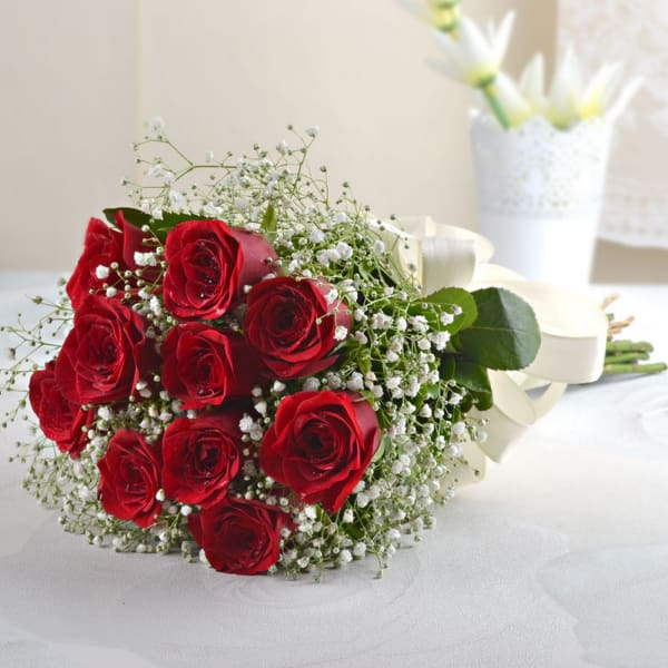 p-bunch-of-10-red-roses-with-2-temptation-21139-1.jpg