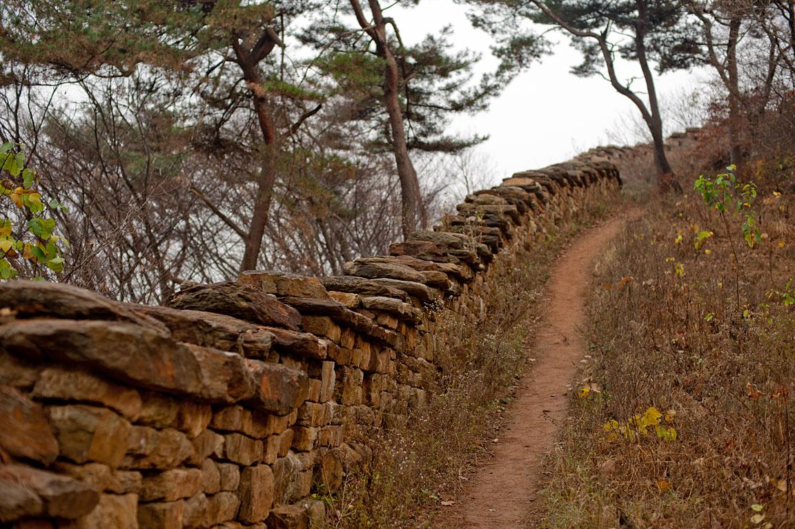 성벽과 오솔길.jpg